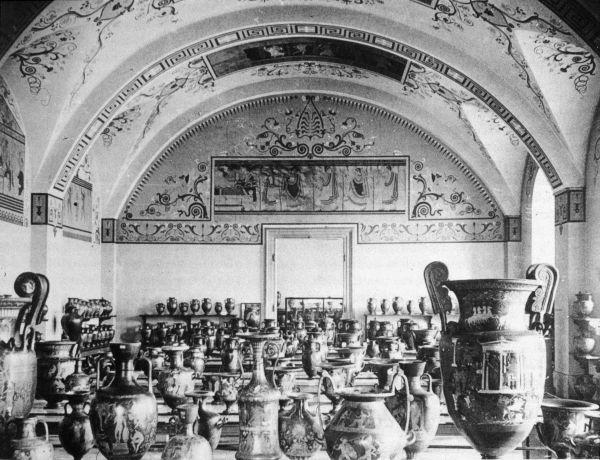 Bild Mit der Vasensammlung König Ludwigs I. wurde in der Alten Pinakothek die Geschichte der europäischen Malerei eingeleitet.