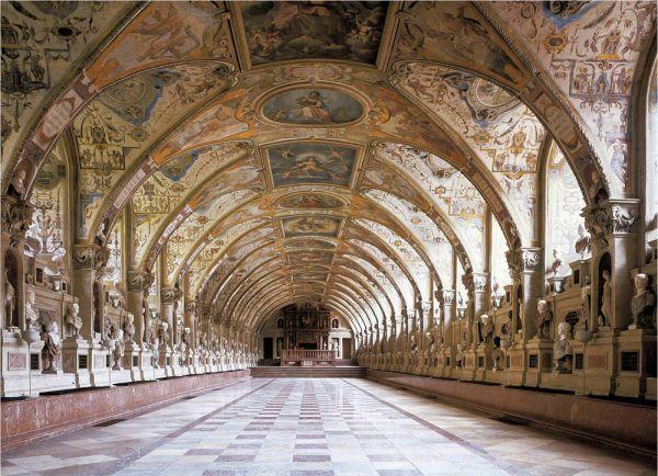 Bild Das zwischen 1569 und 1571 erbaute Antiquarium in der Münchner Residenz ist ein beeindruckender Repräsentationssaal.