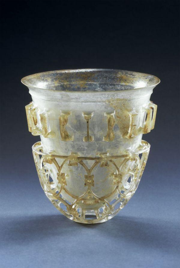 Bild Das kostbare Diatretglas diente als Trinkbecher. Aus Köln, 300–350 n. Chr.