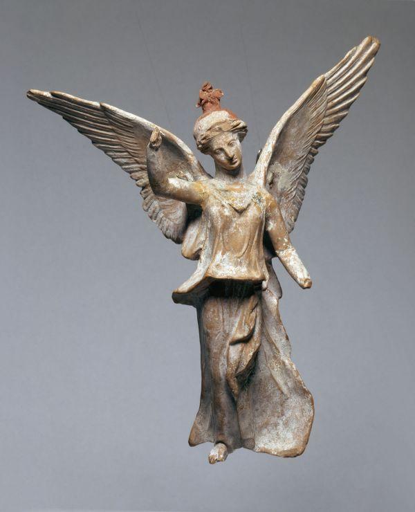 Bild Tonstatuette der Siegesgöttin Nike, die den Sieg und den damit verbundenen Segen bringt,  370–330 v. Chr.