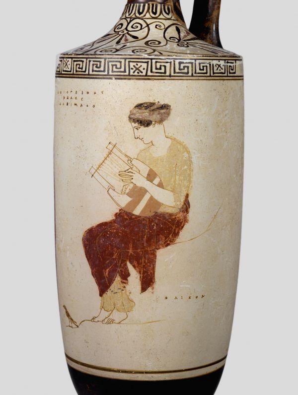 Bild Antikes Salbölgefäß mit der Darstellung der Bergnymphe Helikon. Aus Athen, um 440 v. Chr.