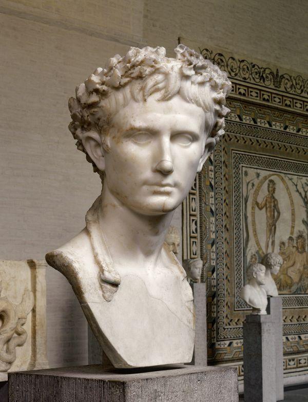 Marmorbildnis des Augustus, des ersten römischen Kaisers, um 10 n. Chr.