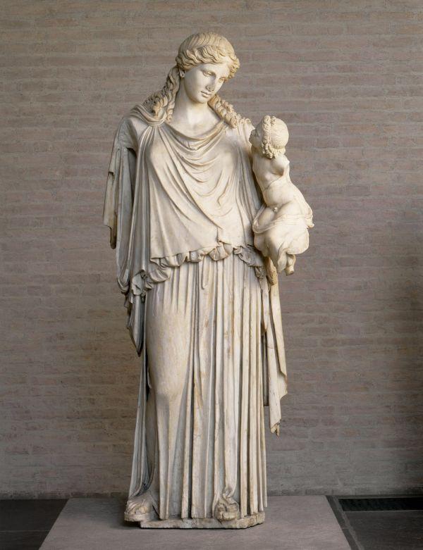 Bidl Eirene, die Friedensgöttin, mit dem Plutosknaben als Symbol des Reichtums, römische Kopie eines Originals um 380 v. Chr.