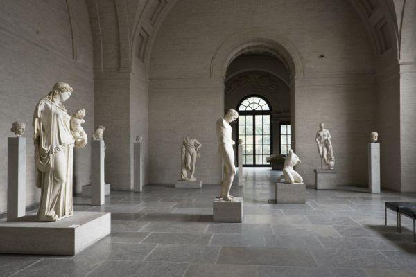 Bild Saal 5 der Glyptothek mit den spätklassischen Figuren