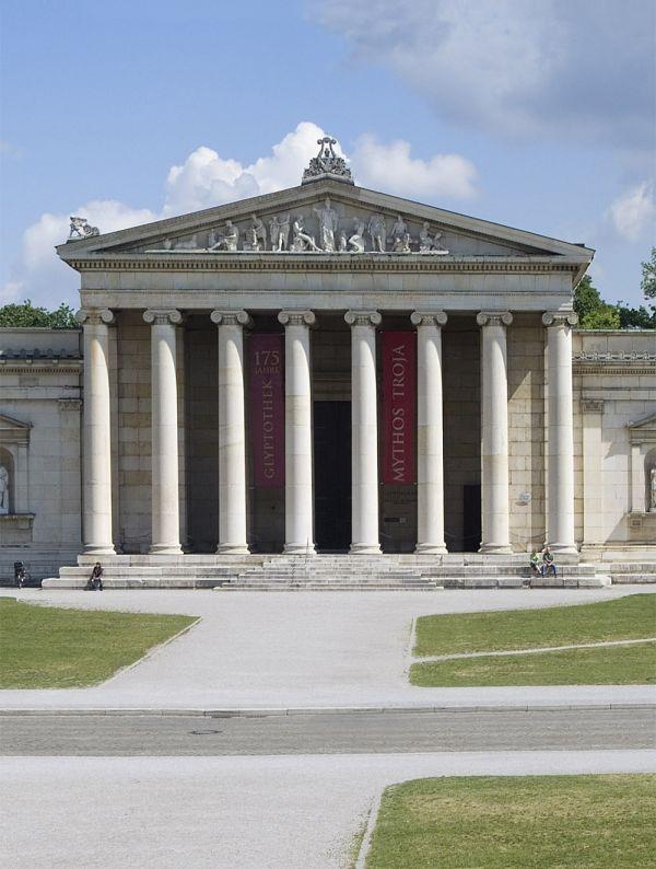 Bild Ansicht der Frontportikus der Glyptothek mit ihrem Tempelgiebel