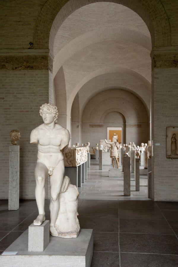 Bild Blick von Saal 10 in den Römersaal der Glyptothek im Jahr 2005