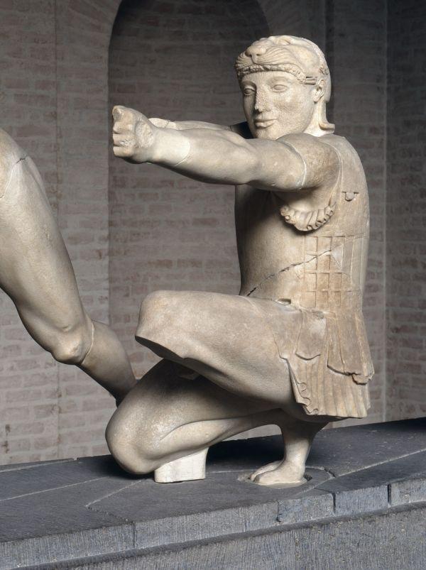 Bild Herakles als Bogenschütze vom Ostgiebel des Aphaiatempels von Ägina