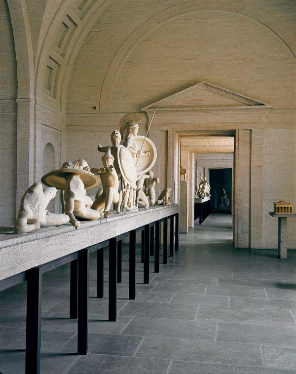 Bild West- und Ostgiebel des Aphaiatempels von Aigina