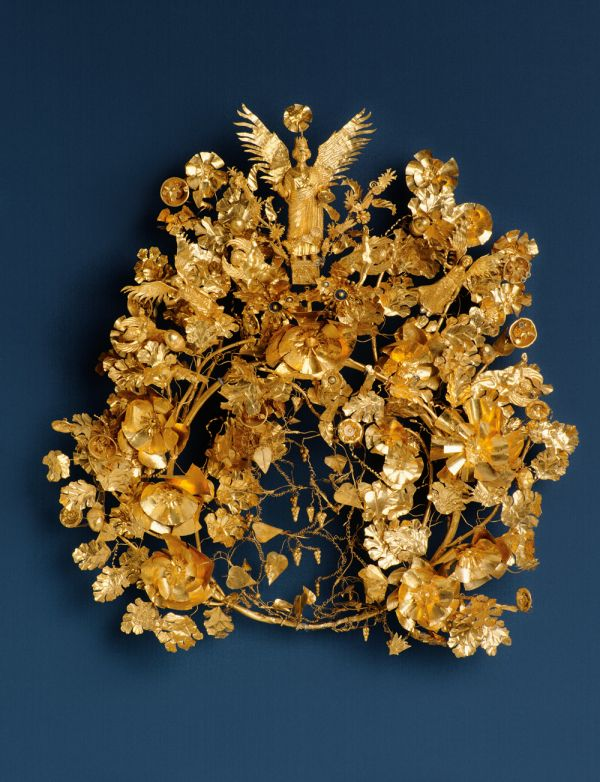 Image The winner of a contest once received this wreath made of gold foil and enamel as a price, 325–300 B.C.