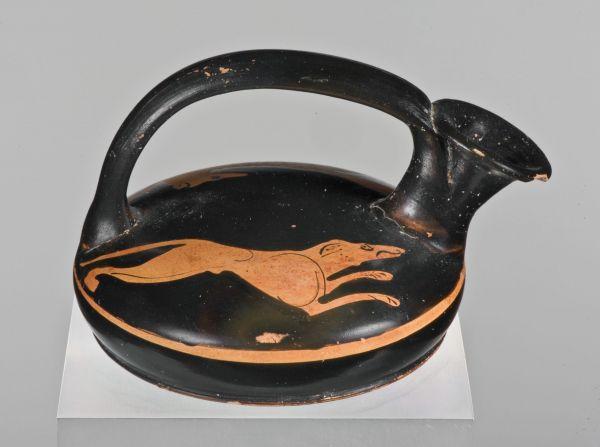Bild Im Bild auf diesem Askos hetzt ein schlanker Jagdhund einen Fuchs. Aus Athen, um 430 v. Chr.
